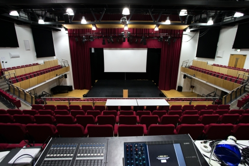 Bromley Hall - from back of circle, with flexible sound/lighting deck.